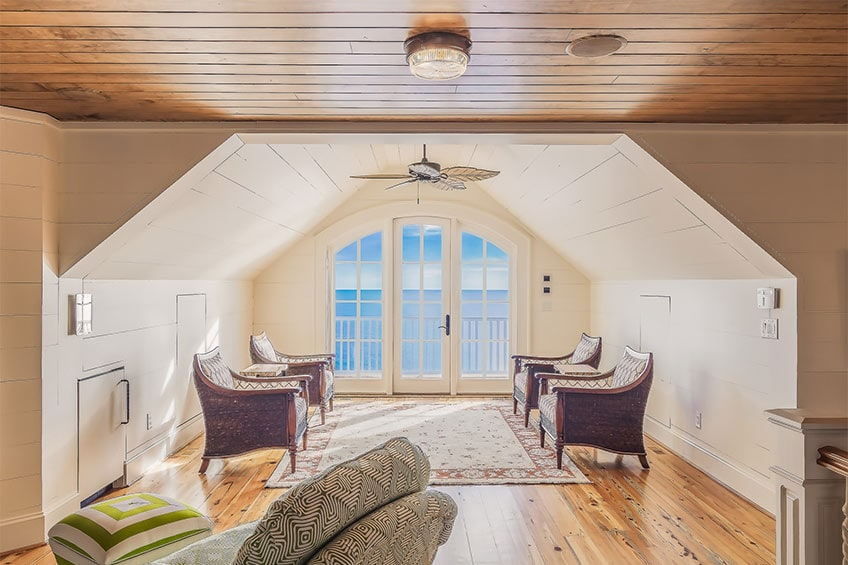room overlooking the ocean